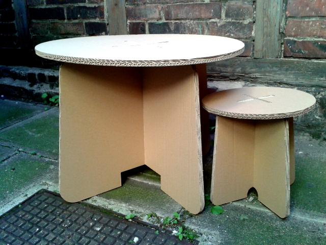 Stolik i taboret z kartonu - 1