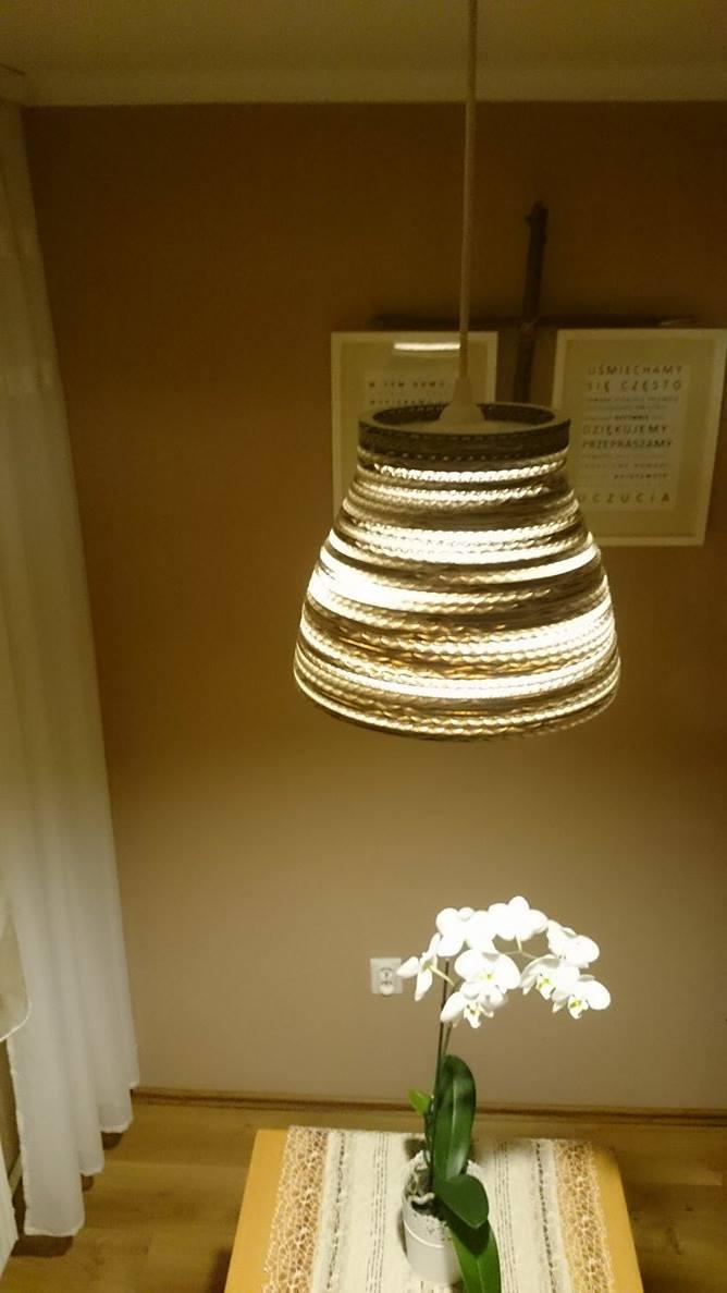 lampa-biala-z-kartonu-5