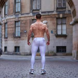 Nichlas in our compression pants by ZLCOPENHAGEN.