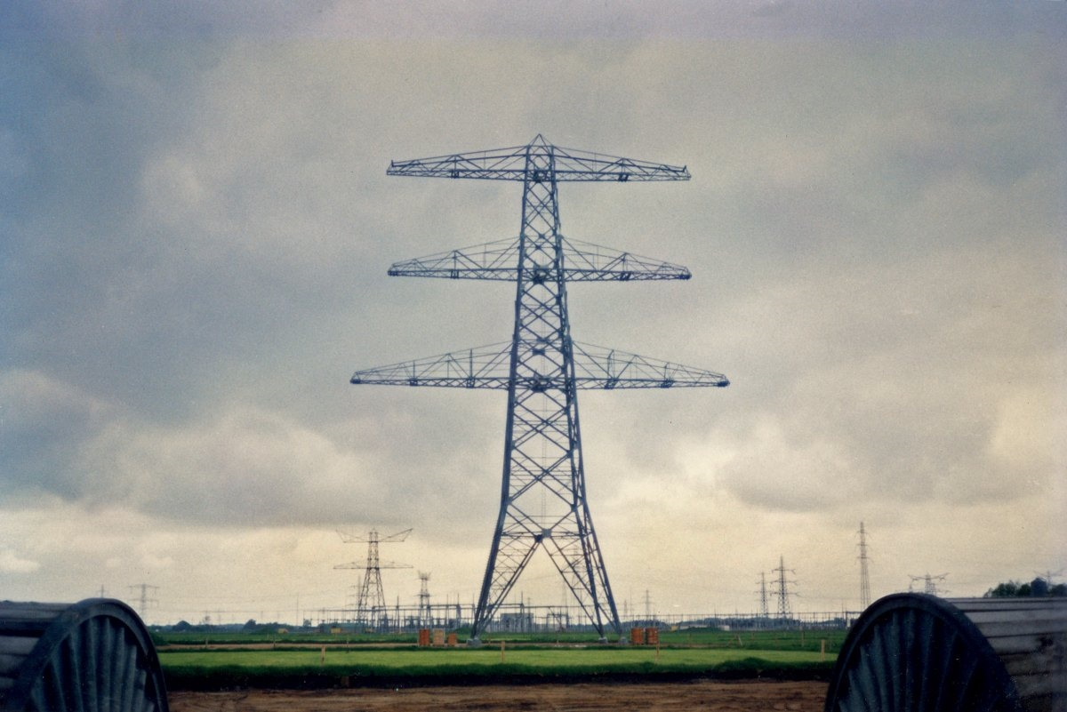 Mast 02 in aanbouw
