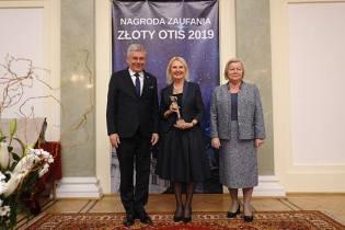 Prof. Maria Siemionow – laureatka Międzynarodowej Nagrody Zaufania Złoty Otis 2019 z senator Alicją Zając i Marszałkiem Senatu Stanisławem Karczewskim
