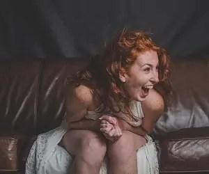 nasmejana ženska