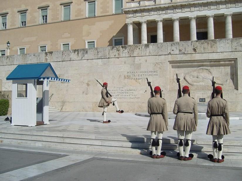 חילופי משמרות, אתונה
