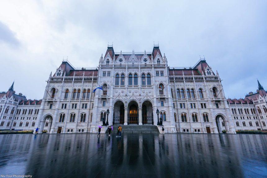 הפרלמנט ההונגרי — ב-Hungarian Parliament Building Országház.