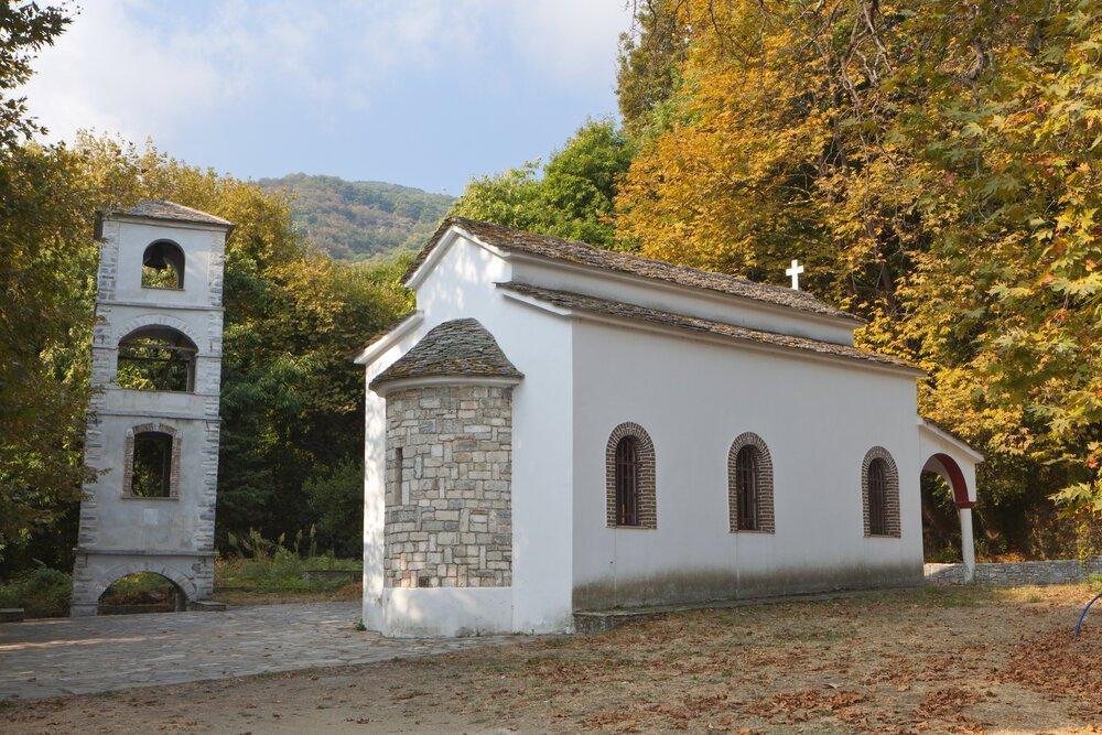 אבן יוונית בשימוש מסורתי של כנסייה,  כבצגאראדה, פיליון