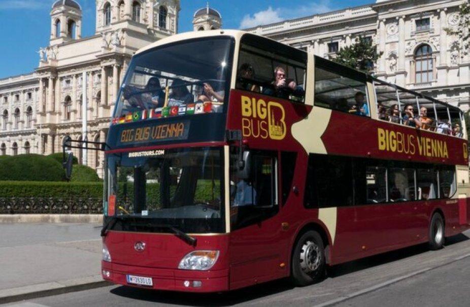 אוטובוס תיירים בוינה.