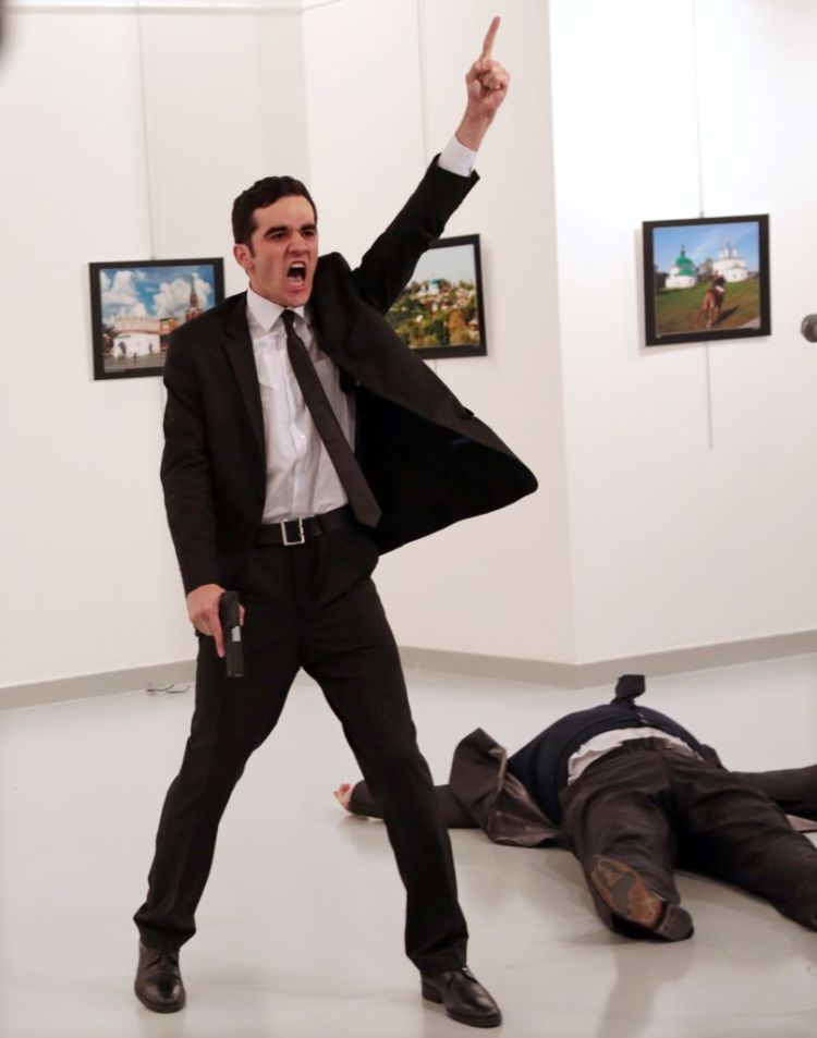 Mevlut Mert Altintas shouts after shooting Andrei Karlov, right, the Premiul I Categoria Spot News Story © Burhan Ozbilici, The Associated Press  Title: An Assassination in Turkey: Russian ambassador to Turkey, at an art gallery in Ankara, Turkey, Monday, Dec. 19, 2016.  (AP Photo/Burhan Ozbilici)