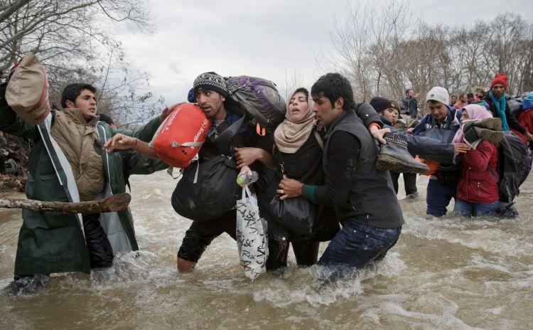 Premiul II Categoria Contemporary Issues Single © Vadim Ghirda, The Associated Press Title: Migrant Crossing