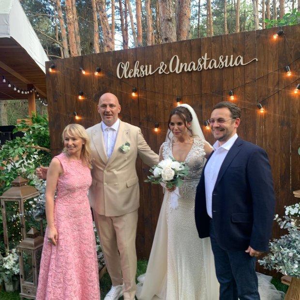 Бывшая Потапа заявилась на свадьбу Каменских: с черным крестом и в белом платье