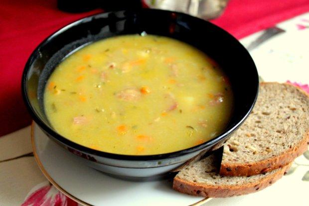 Очень простой рецепт горохового супа на мясном бульоне