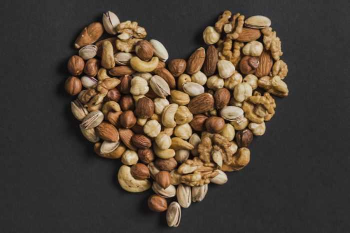 Орехи – продукт, замедляющих старение организма