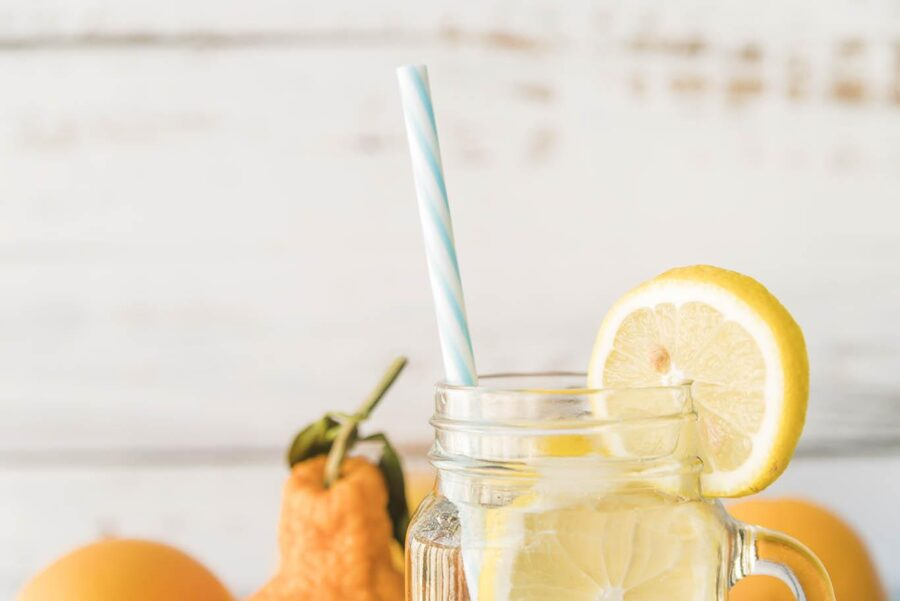 Вода с лимоном натощак: польза и вред, рецепт