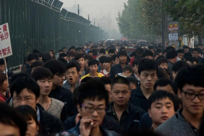 San xuat o Trung Quoc, vi sao iPhone van la 'hang My'? hinh anh 1