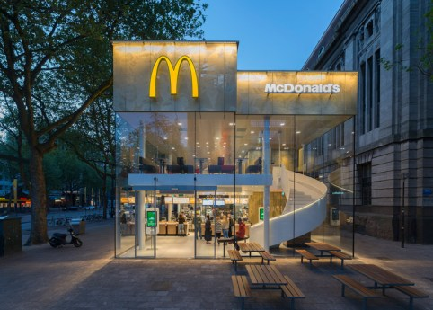 McDonalds-Coolsingel-by-MEI-Architects-and-Planners_dezeen_784_8