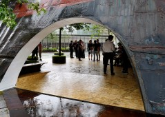 templ-shinslab-temporary-temple-seoul-south-korea-museum-courtyard-recycled-cargo-ship-parts_dezeen_1568_3