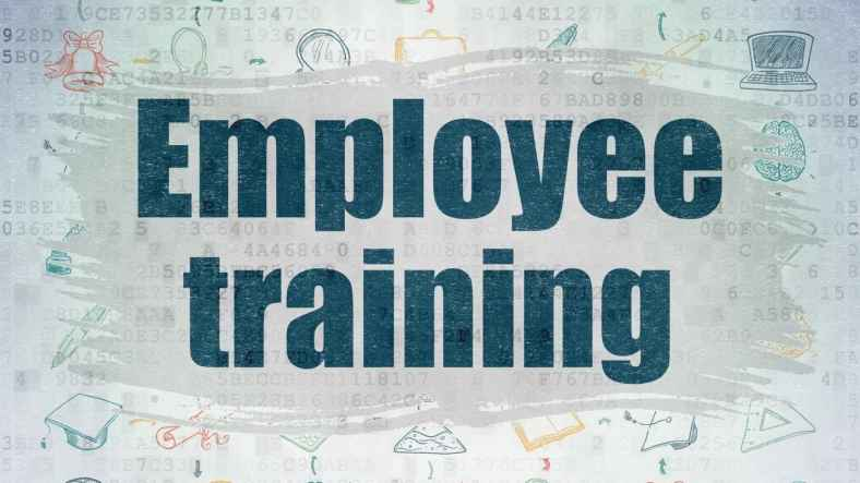 4 Telltale Signs You Need a New Employee Training Plan