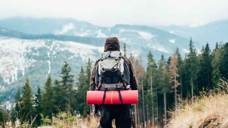 5 Hiking Essentials Everyone Needs to Pack
