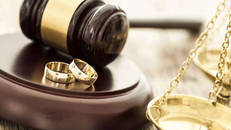 Hiring a Divorce Lawyer