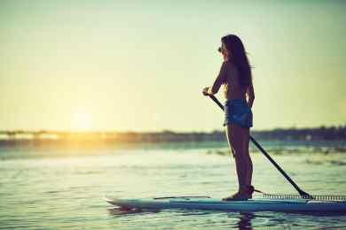 5 Surprising Health Benefits of Paddleboarding