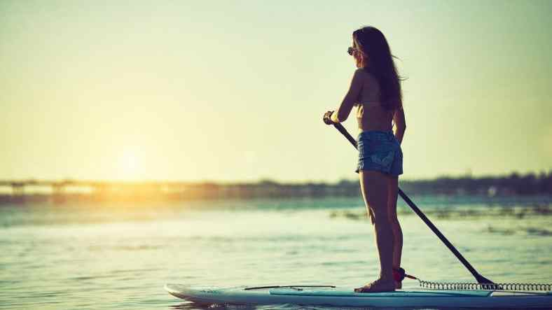 5 Surprising Health Benefits of Paddleboarding