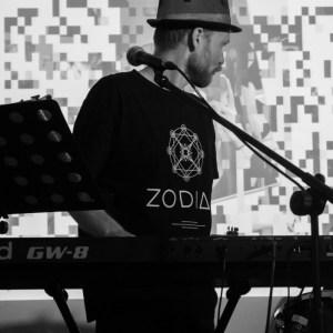 Klawiszowiec i Wokalista - Damian Mendlikowski