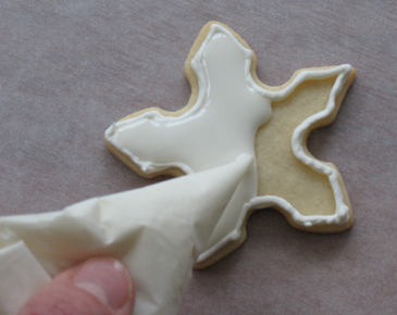 docorating christmas cookies