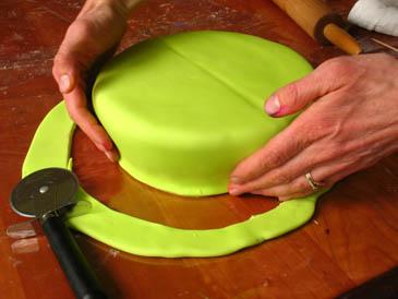 Shaping Fondant On Cake   ZoëBakes   Photo by Zoë François