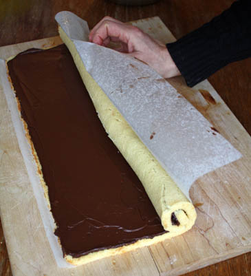 How to make Bûche de Noël - Christmas Yule Log | Photo by Zoë François