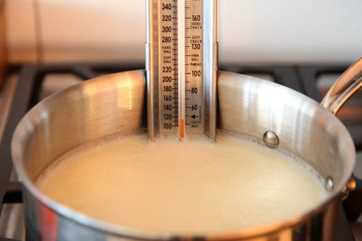 How to make homemade yogurt, plain or with fruit   photo by Zoë François