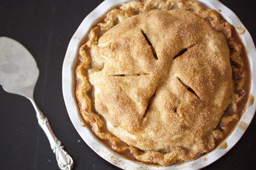 The best apple pie recipe - perfectly golden brown apple pie, ready to serve | photo by Zoë François