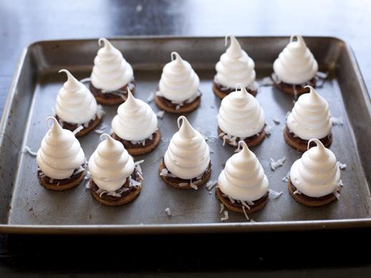 Homemade s'mores | ZoëBakes | Photo by Zoë François