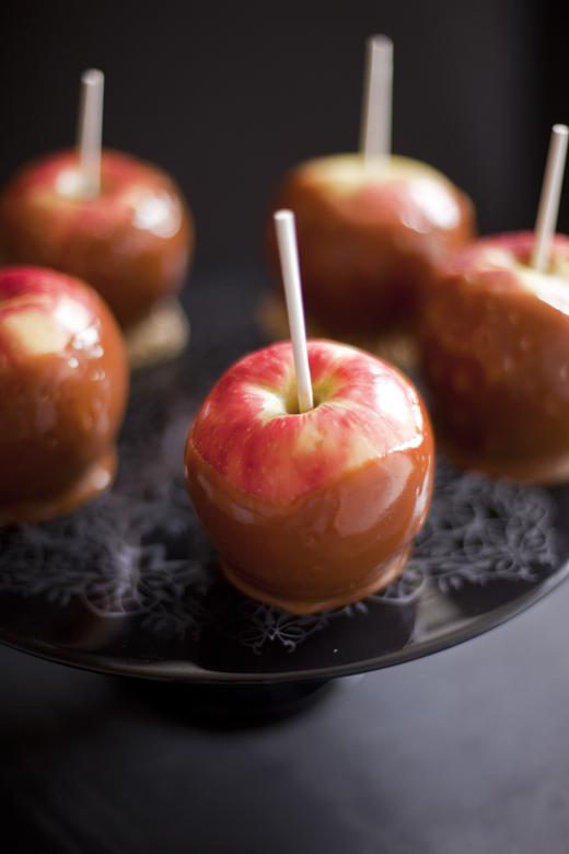 Homemade caramel apples | ZoëBakes | Photo by Zoë François