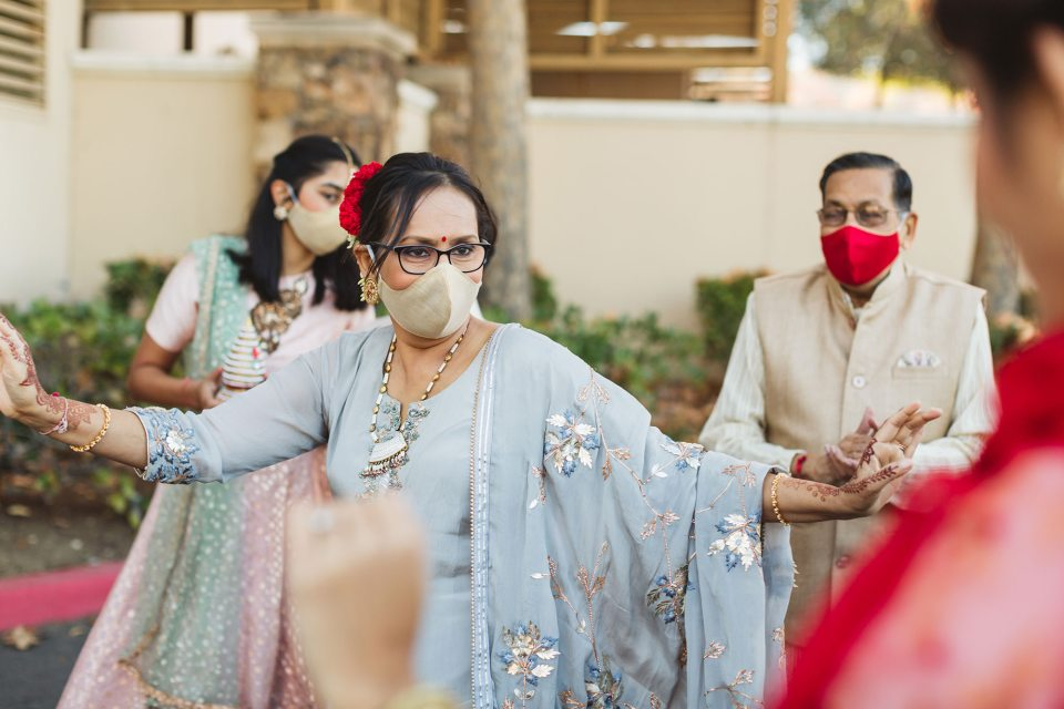 indian wedding with masks due to pandemic