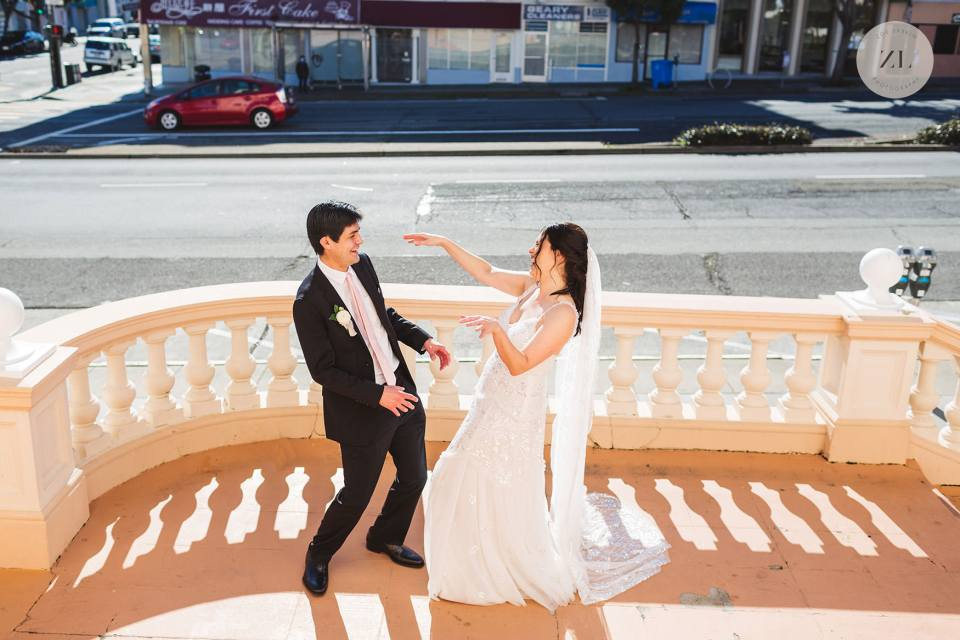 pros and cons for and against having a first look on your wedding day