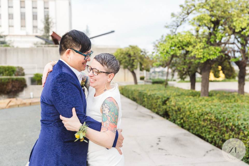 example of a stress-free wedding day at the Oakland Museum of California photographed by Zoe Larkin Photography