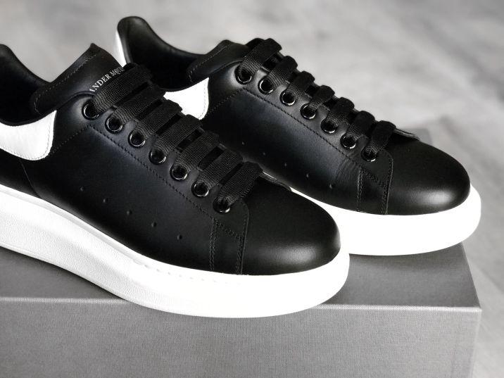 Alexander_McQueen_Oversized_Sneaker_Unboxing_04