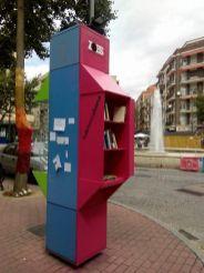Bibliocabina en la Plaza del Oeste