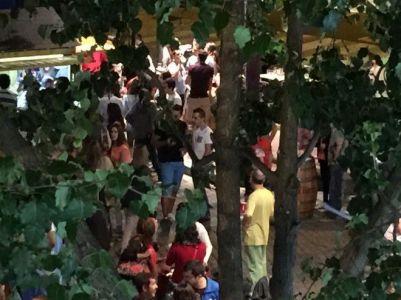 Buen ambiente en la Feria de Día de la Plaza del Oeste.