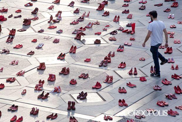 Zapatos rojos contra la violencia machista