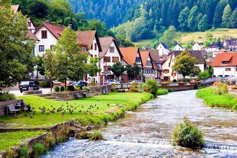 Los pueblos alemanes típicos de La Selva Negra.jpg