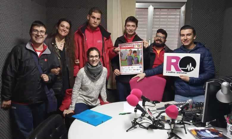 El equipo de QSCT junto a los invitados al programa, Eugenio, Víctor y Jesús