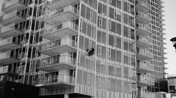 A window guy doing window guy things to the Evolution tower.