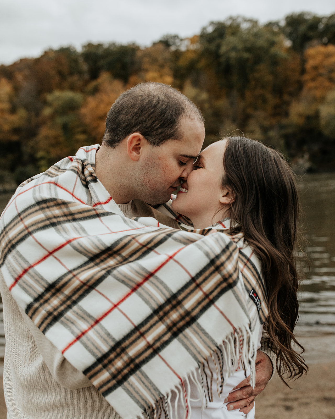 beautiful fall engagement at Palisades-Kepler State Park in Mount Vernon, Iowa