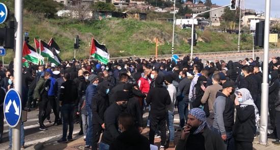 מאות הפגינו באום אל-פחם ובטמרה במחאה על אוזלת ידן של הממשלה והמשטרה