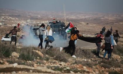 מאות פלסטינים וישראלים הפגינו שוב בדרום הר חברון במקום בו נורה הארון אבו עראם