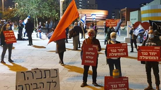 פעילים הותקפו בחולון: אלפים רבים הפגינו ברחבי הארץ נגד שלטון הימין