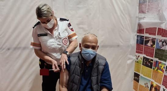 בניגוד לעמדת השר אוחנה: רופאי בריאות הציבור דורשים לחסן את כל האסירים