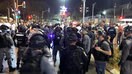 שוטרים נגד מפגינים ביפו; חבר המועצה בדראן: אנשי הישיבה רוצים לגרש את הערבים