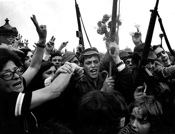 מהפכת הציפורנים של ה-25 באפריל 1974 והפלת משטרו של הגנרל הפאשיסט קיינטו