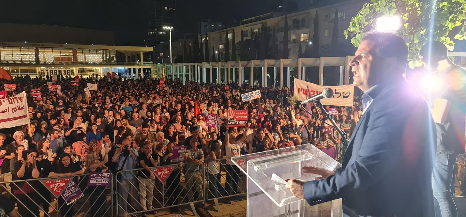 """אלפים רבים הפגינו בת""""א בדרישה לסיים את הכיבוש ואת המצור; התחדשה המחאה בבלפור"""